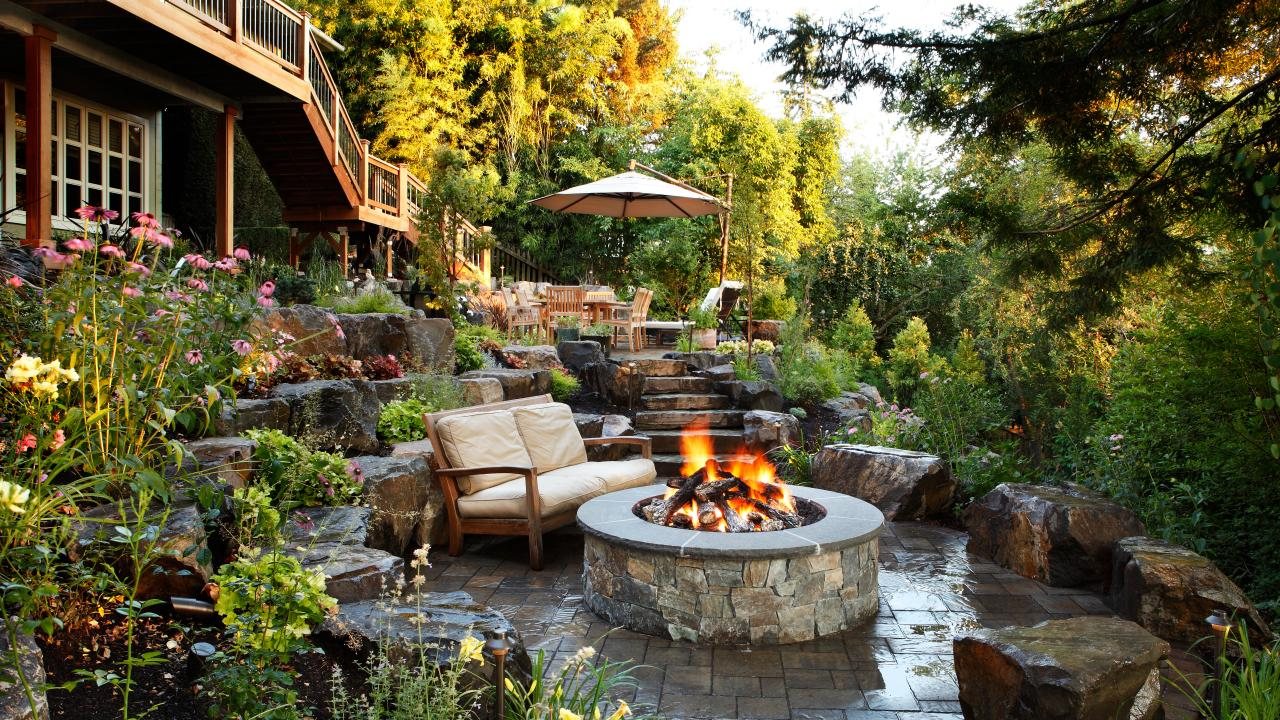backyard-fireplace-and-pergolas-1