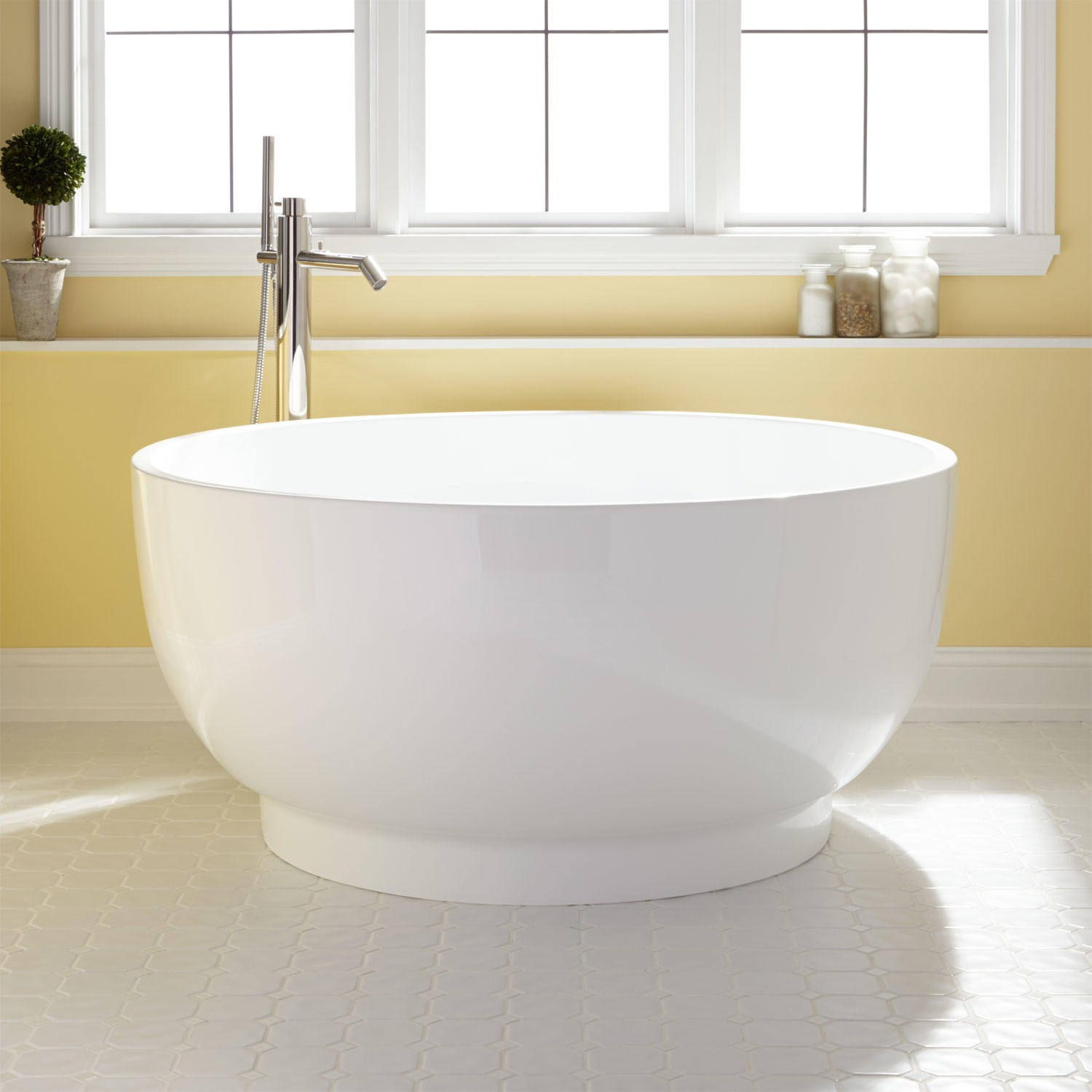 Traditional Round Soaking Tub.