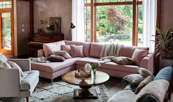 A comfy looking living room (onekingslane)