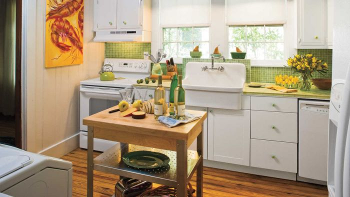 Because of its large size, the farmhouse sink is functional yet beautiful. The rustic island adds functional space.