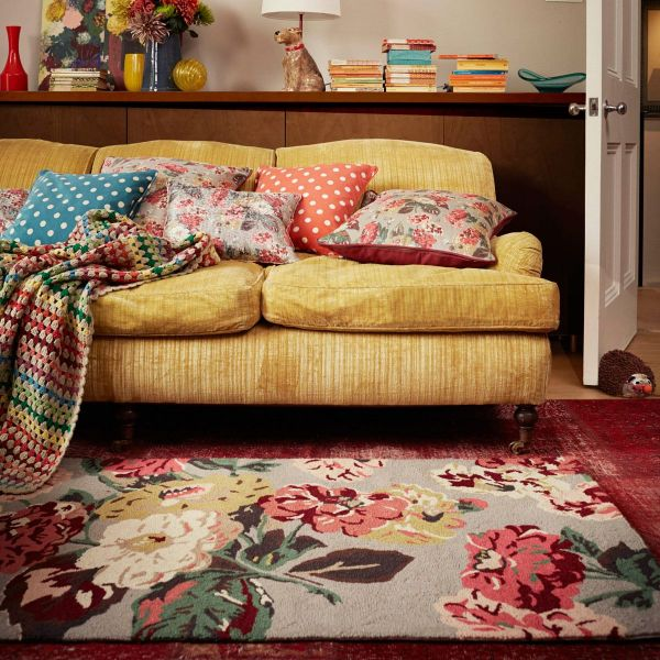 Cushions and rugs with somehow floral and striped designs