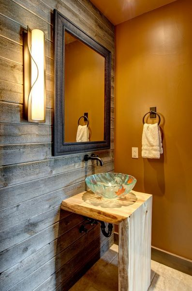 Even the bathroom benefits from a wood accent wall (decoist.com)