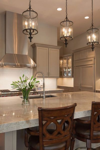 Classic traditional pendant lights add style to this kitchen (hemasardesai.com)