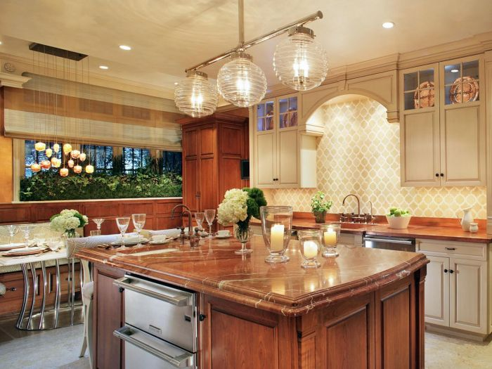 Globe lighting highlights this kitchen island (HGTV)