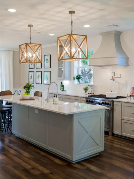 Classic kitchen island lighting never goes out of style (HGTV)