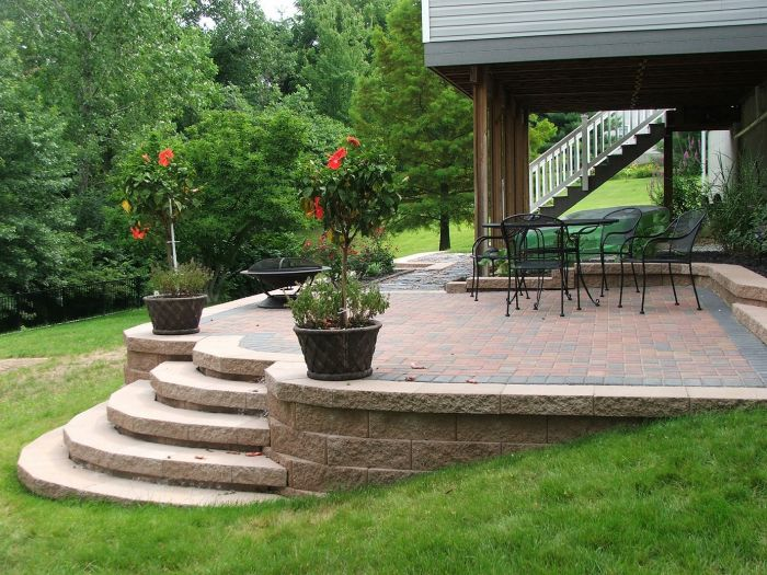 For a slightly sloping yard, a raised patio with rounded steps is graceful and appealing to the landscape (homestylediary.com)