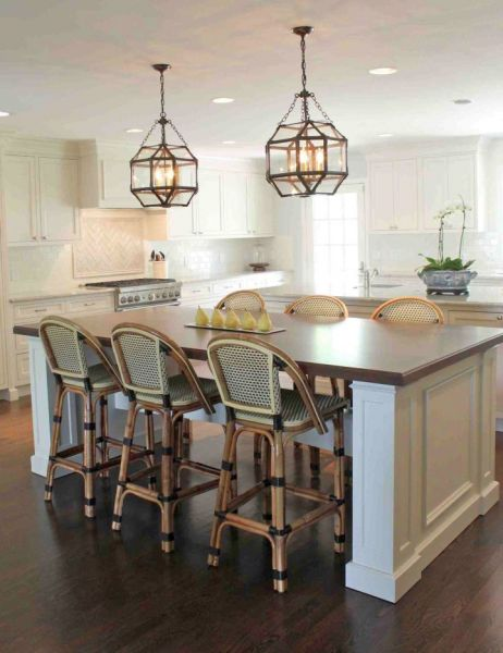 A wide selection of kitchen island lighting is available on the market (myaustinelite.com)