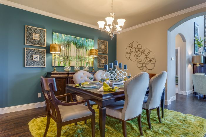 A balance of blue and green give this dining room welcoming style (ntrjournal.org)