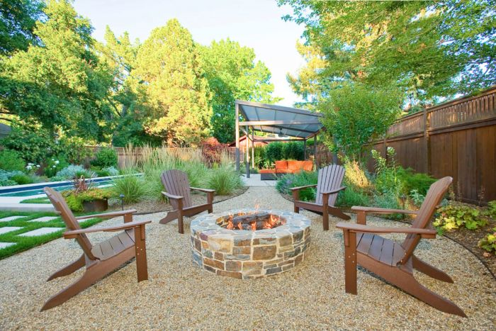 Extend your patio with an area for a fire pit, surrounded by gravel (Pinterest)