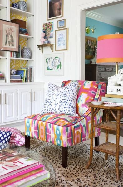 Colorful fabrics add splashes of color (placesinthehome.com)