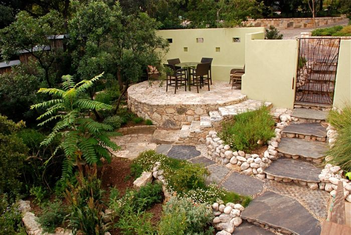Raised areas, flower beds and use of different materials makes for an appealing patio space (simplepooltips.com)
