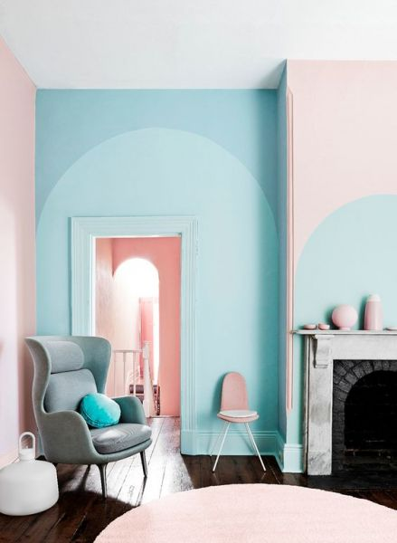 A creative pattern of pastel colors envelop this room. (Viveremcasa.com)