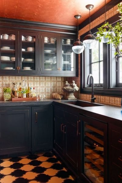 This amber style kitchen is wonderful and you cannot deny it | small kitchen ideas
