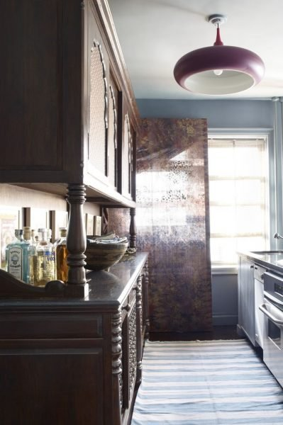 Blue marble can never go out of fashion and this kitchen style is an example for you!