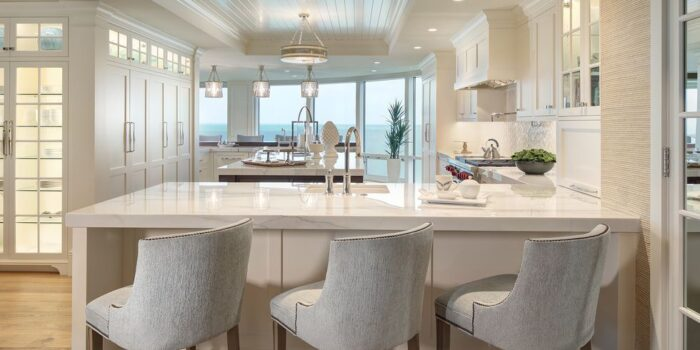 Transitional Kitchen With Peninsula Seating