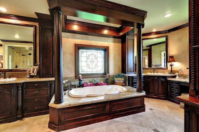 Dark wood finishes somewhat gives this bathroom an intimidating feel