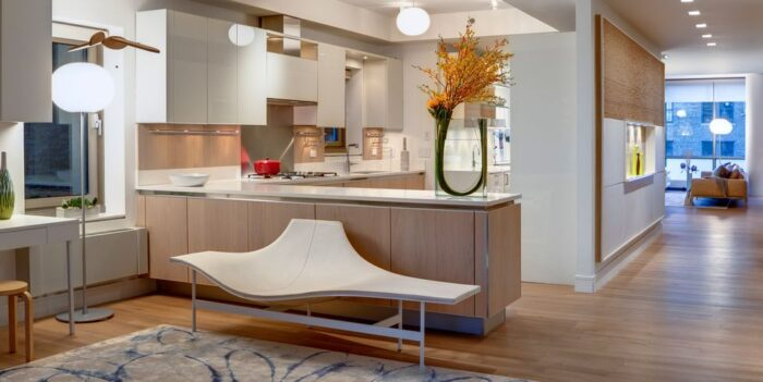 A Modern kitchen peninsula design