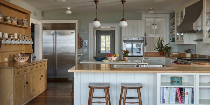 Wooden peninsula kitchen design